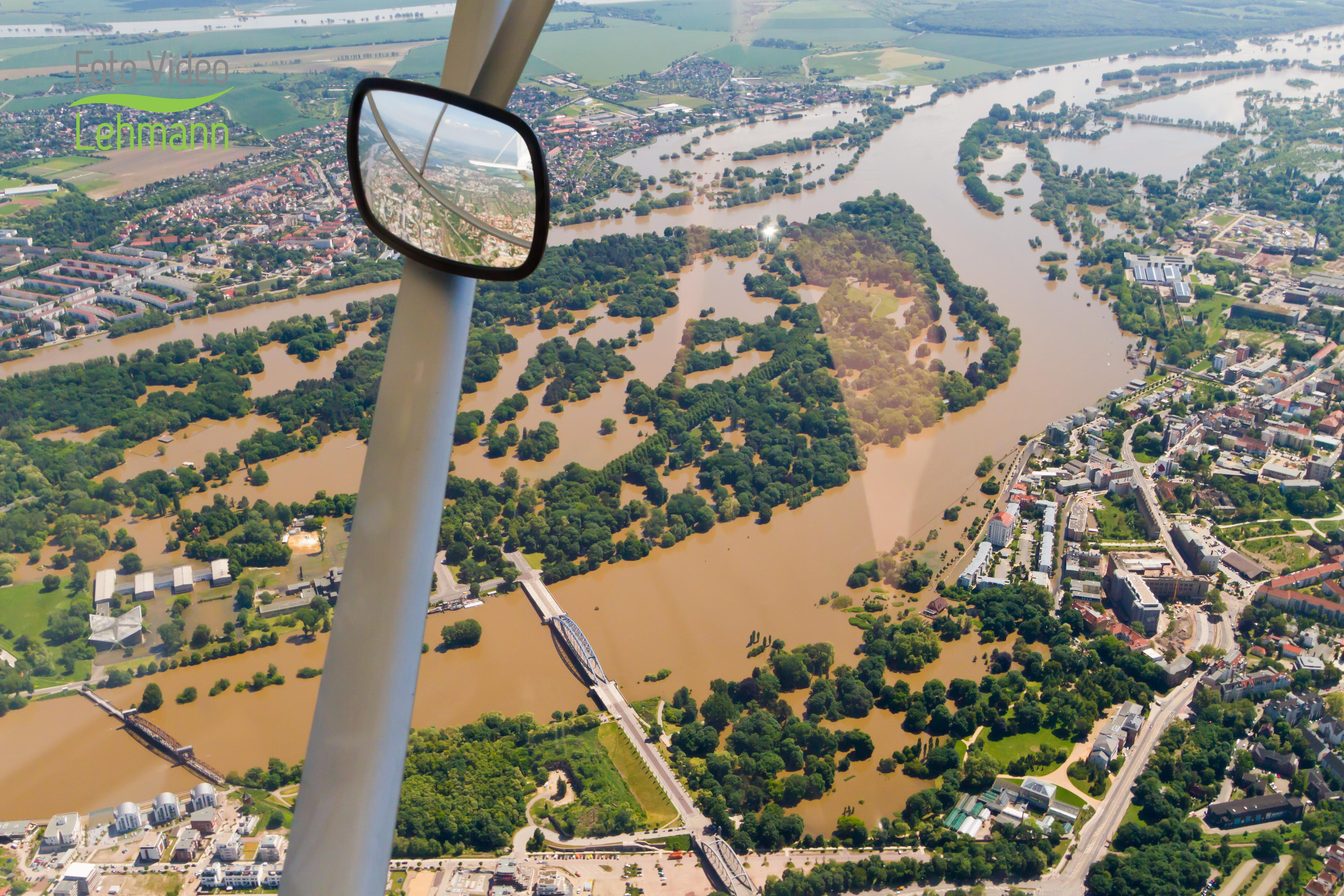 Überflug über das Hochwasser Magdeburg